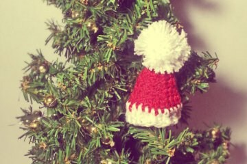 Come fare un cappellino di Natale all'uncinetto